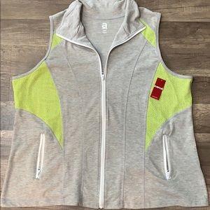 Avenue- Women's Athletic Vest - Size 18/20